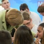 http://i1.mirror.co.uk/incoming/article6082329.ece/ALTERNATES/s615/Angela-Merkel-talks-to-teen-about-immigration.jpg
