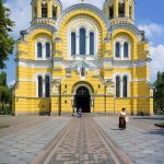 https://upload.wikimedia.org/wikipedia/commons/thumb/3/33/St._Volodymyr%27s_Cathedral_in_Kiev.jpg/640px-St._Volodymyr%27s_Cathedral_in_Kiev.jpg