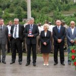 http://www.hercegovina.info/img/repository/2010/09/web_image/izaslanstvo-hdz-bih-na-obiljezavanju-17-obljetnice-stradanja-hrvata-civilnih-zrtava-domovinskog-rata-iz-grabovice.jpg