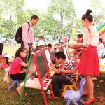http://www.vir.com.vn/stores/news_dataimages/hung/042014/13/18/Photo-KinderWorld-Carnival-2013---LY-hYi-mua-xuan-KinderWorld-2013---Thi-VY-tranh---Resized.jpg
