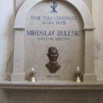 http://upload.wikimedia.org/wikipedia/commons/0/05/Spomenik,_Miroslav_Bulesic.JPG