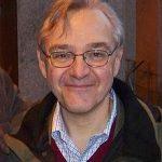 https://upload.wikimedia.org/wikipedia/commons/thumb/3/37/EJ_Dionne.JPG/220px-EJ_Dionne.JPG