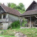 https://photos.travelblog.org/Photos/5497/418934/f/4072910-Croatian-village-0.jpg