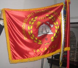 http://3.bp.blogspot.com/-0x6v9zisviM/TkPJALupXXI/AAAAAAAAADA/3r0b_DoPGsM/s320/dvd+zastava.bmp