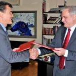 http://kamenjar.com/wp-content/uploads/2015/12/U-Beogradu-potpisan-Sporazum-o-suradnji-izme%C4%91u-HRT-a-i-RTS-a.jpg