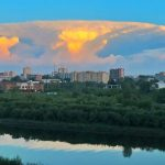 http://i3.mirror.co.uk/incoming/article8561774.ece/ALTERNATES/s615b/PAY-The-mushroom-cloud-photograped-from-different-spots-in-Tyumen.jpg