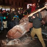 http://media2.s-nbcnews.com/j/streams/2013/december/131208/2d9882923-131208-ukraine-lenin-statue-hmed-1150a.nbcnews-ux-2880-1000.jpg