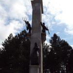 https://upload.wikimedia.org/wikipedia/commons/thumb/e/ea/Spomenik_ustanku_naroda_Hrvatske-Srb.JPG/1200px-Spomenik_ustanku_naroda_Hrvatske-Srb.JPG