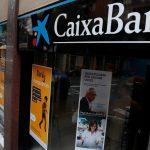 http://scd.en.rfi.fr/sites/english.filesrfi/imagecache/rfi_16x9_1024_578/sites/images.rfi.fr/files/aef_image/2017-10-06t115444z_1965639344_rc1e6dc6bd80_rtrmadp_3_spain-politics-catalonia-caixabank.jpg