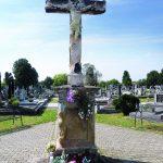 http://filipjakov-vu.com/wp-content/uploads/2013/01/AAFOTKA-br-115-Kri%C5%BE-na-Katoli%C4%8Dkom-groblju-u-Starom-Vukovaru.jpg