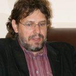 http://www.hrvatskarijec.rs/datoteke/images/Vesti/Pitanja%20-%20Zvonko%20Saric%20Tomislav%20Zigmanov.jpg