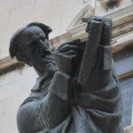 https://gohvar.files.wordpress.com/2017/01/marko-marulic-statue.jpg?w=700&h=697
