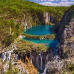 https://croatia.hr/sites/default/files/styles/image_square_teaser_6_5/public/migrate/01_plitvicka-jezera-aleksandar-gospic02.jpg?itok=URyskWEv