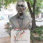 https://www.viajesalpasado.com/wp-content/uploads/Busto-Sandor-Marai-en-Budapest-foto-Ferenc-Hamvas.jpg
