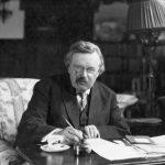 https://upload.wikimedia.org/wikipedia/commons/7/79/G._K._Chesterton_at_work.jpg