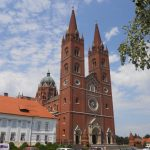 https://croatiareviews.com/media/reviews/photos/original/f5/fa/16/220-dakovo-cathedral-49-1431776820.jpg