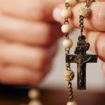 https://book.hr/wp-content/uploads/2017/05/aleteia-molitva-oslobodjenja-za-obitelj-book-evangelizacija-990x658.jpg